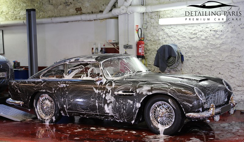 Lavage-aston-martin-db4-5-renovation-automobile-detailing-paris.jpg