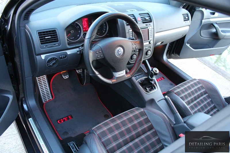Volkswagen detailing paris golf gti edition 30 for Interieur golf